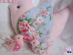 Linda Almofada em formato de Passarinho!  Confeccionada em feltro e tecido, pode ser feita em outras cores.  Ideal para decorar mesas de chá de bebê, aniverssário e para decorar o quarto do bebê!    *Preço referente a almofada. R$ 35,00