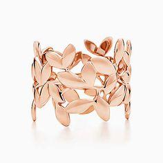 Anneau en or rose 18carats, Olive leaf par Paloma Picasso®. J'aime bien la version or rose aussi