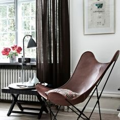 Ladies and gents, welcome the butterfly chair!(image via Elle Blogg)