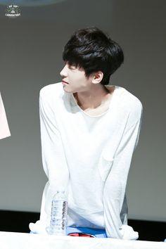 why the hell wonwoo has to be so cute Seventeen Wonwoo, Seventeen Debut, Woozi, Jeonghan, Hip Hop, Pledis 17, Twin Brothers, Kpop, Pledis Entertainment