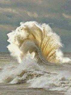 Amazing wave shape