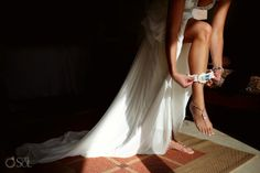 Destination Beach Wedding at Dreams Tulum, bride getting ready with her garter and pretty foot jewels.  Mexico wedding photographers Del Sol Photography @Christina González Tulum
