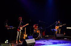 """Una elaboración permanente no sobre el mundo de la fe sino sobre la fe en el mundo alimenta las canciones de """"Fe"""", disco debut del uruguayo Javier Vázquez."""