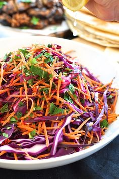 Shredded Red Cabbage, Carrot and Mint Salad . a very versatile salad that goes with pretty much any cuisine (Asian, Mexican, European, Middle Eastern). Your new 'go to' salad for any occasion! Salads Without Lettuce, Lettuce Salad Recipes, Carrot Salad Recipes, Salad Bar, Soup And Salad, Salad Menu, Red Cabbage Salad, Red Cabbage Recipes, Purple Cabbage