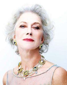 Eyelid Primer first- so eye makeup doesn't run! Fabulous Makeup Tips for Women over 50... !                  Carmen del Orofice