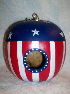 Patriotic, Stars, Stripes. Flag Painted Apple Gourd birdhouse Mother's Day Gift Diy And Crafts, Crafts For Kids, Arts And Crafts, Decorative Gourds, Gourds Birdhouse, Flag Painting, Painted Gourds, Gourd Art, Clay Pots