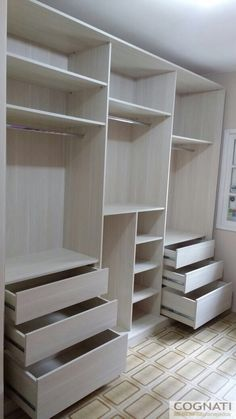 Tirar uma prateleira, subir o maleiro e o cabideiro. Parte do meio: tirar uma prateleira,subir o maleiro e o cabideiro, criar prateleiras. Wardrobe Design Bedroom, Bedroom Furniture Design, Master Bedroom Closet, Bedroom Wardrobe, Wardrobe Door Designs, Closet Designs, Walk In Closet Design, Bedroom Cupboard Designs, Bedroom Cupboards