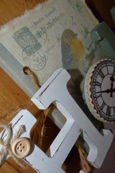 Cartel/Marco de Fotos Home realizado con letras de madera y elementos reciclados
