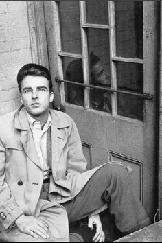 """wehadfacesthen: """"Montgomery Clift in a photo by Stanley Kubrick, New York, 1948 """" Hollywood Men, Golden Age Of Hollywood, Vintage Hollywood, Hollywood Glamour, Hollywood Stars, Classic Hollywood, Hollywood Picture, Hollywood Cinema, Montgomery Clift"""