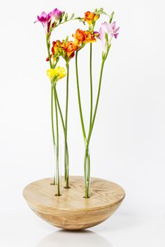Forêt Étrange- a wooden flower vase made of a spherical cap which holds test tubes that will receive the flowers. Flower Vase Making, Flower Vases, Wooden Flowers, Diamond Design, Solid Oak, Interior Styling, Glass Vase, Photos, Product Design