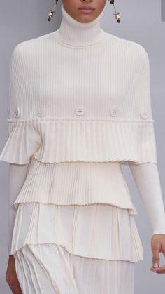 Salvatore Ferragamo at Milan Fashion Week Fall 2016 - Details Runway Photos Knitwear Fashion, Knit Fashion, Look Fashion, Fashion Details, High Fashion, Winter Fashion, Womens Fashion, Fashion Design, Milan Fashion