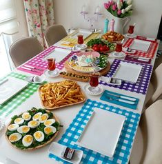 Desayuno para una gran familia Breakfast Presentation, Food Presentation, Deco Table, A Table, Kitchen Necessities, Food Platters, Evening Meals, Decoration Table, Kitchen Recipes