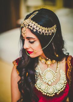 97 Awesome Indian Bridal Hairstyles Perfect for Your Wedding, 22 Stylish Bridal Hairstyles for A Fall Winter Bride, Bridal Hairstyle Indian Wedding 40 Indian Bridal, Indian Bridal Hairstyle Zowed, Side Curls Hairstyles for Wedding 60 Traditional Indian. Matha Patti Hairstyles, Open Hairstyles, Indian Bridal Hairstyles, Wedding Hairstyles, Bridesmaid Hairstyles, Indian Wedding Jewelry, Indian Jewelry, Bridal Jewellery, Gold Jewellery