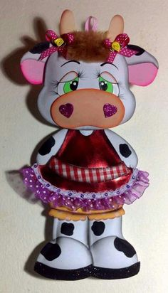 Vaquinha Foam Crafts, Crafts To Make, Arts And Crafts, Cow Decor, Paper Dolls Book, Cow Pattern, Teddy Toys, Cow Art, Decorate Notebook