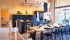 Työtehoseura listasi Asuntomessujen toimivimmat keittiöt. Conference Room, Table, Furniture, Ideas, Home Decor, Homemade Home Decor, Meeting Rooms, Tables, Home Furnishings