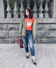 Jeans + sweatshirt Vogue Fashion, Fox, Hipster, Sweatshirts, Jeans, Style, Swag, Hipsters, Trainers