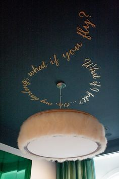 Omg, I love the circular words on the ceiling idea. Could work for renting if I use stickers (kid's bedroom?)
