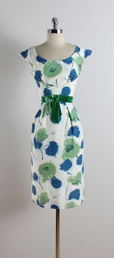 dress * white nylon blend * blue & green floral print * acetate lining * green velvet bow accent * Vintage Outfits, Vintage 1950s Dresses, Vintage Clothing, 1950s Style, 1950s Fashion, Vintage Fashion, Club Fashion, Pretty Dresses, Beautiful Dresses