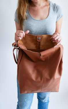 OVERSIZE Brown SHOPPER Bag Large Leather Shopper Light   Etsy Soft Leather Handbags, Leather Bag, Catsuit Costume, Shopper Bag, Tote Bag, Trendy Fashion, Trendy Style, Yellow Leather, Large Bags