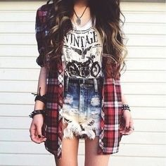 Cute,comfy,laid back back to school outfit.