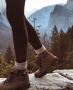 Outdoor Travel outfit Best Picture For Camping Outfits australia For Your Taste You are looking for something, and it is going to tell you exactly what you Camping Outfits, Hiking Outfits, Hiking Boots Outfit, Cute Hiking Outfit, Sport Outfits, Men Hiking, Hiking Gear, Hiking Backpack, Hiking Food