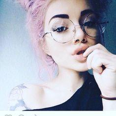 Circle Glasses, Cute Glasses, Girls With Glasses, Glasses Trends, Blind Girl, Girls Tumbler, Selfies, Fashion Eye Glasses, Cool Sunglasses