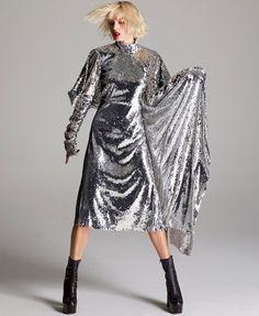 Olha esse vestido brilhante na vibe do metalizado