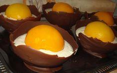 Skvěle vypadající, chutný dezert v podobě pštrosího vajíčka. Vyzkoušejte si doma udělat tento dezert a uvidíte, že se bude nejen líbit, ale i chutnat!