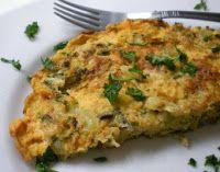 OMELETE DE COUVE-FLOR: Pique as folhas e talos, refogue o alho em uma colher (sopa) de óleo, junte as folhas e talos picados e cozinhe com a frigideira tampada, até que fiquem levemente cozidos. Bata os ovos e tempere com sal e pimenta, coloque sobre as verduras refogadas. Vá fazendo uns furos na omelete para que os ovos cozinhem bem, vire e frite do outro lado.