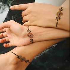 Pretty Henna Designs, Modern Henna Designs, Indian Henna Designs, Henna Designs Feet, Floral Henna Designs, Finger Henna Designs, Mehndi Designs Book, Mehndi Designs For Beginners, Mehndi Design Photos