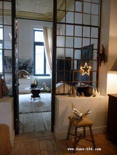 Leuk inspiratie beeld. Spelen met glas structuur..  Interesse in stalen ramen, puien, deuren op maat? www.molitli-interieurmakers.nl of www.molitli.nl