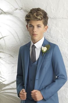 Boys ultra slim petrol blue suit Sleek, light and ultra-slim fitting, the Ford is a true representat Kids Wedding Suits, Wedding Outfit For Boys, Blue Suit Wedding, Light Blue Suit, Blue Suit Men, Man Suit, Boys Dress Outfits, Outfits For Teens, Petrol Blue Suit
