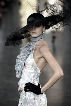 Ladies day at Royal Ascot 2014 Hat by Philip Treacy for Ralph Lauren John Galliano, Christian Dior, Races Fashion, Runway Fashion, Fashion Women, High Fashion, Women's Fashion, Ralph Lauren Style, Fancy Hats