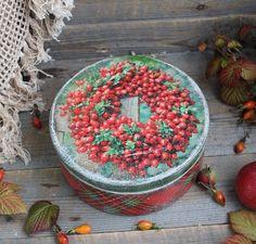"""""""Краски осени""""-Бонбоньерка (фр. bonbonniere — «конфетница») — красиво оформленная коробка для сладостей. В такие коробочки кладут немного глазурованного миндаля, шоколадные конфеты, и конфеты,драже, леденцы, цукаты."""