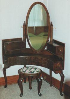 Walnut Corner Vanity.  Ok, I love this, it makes the most sense for a small bedroom like mine.