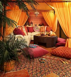 décoration intérieur oriental | Give-your-living-room-an-authentic-Moroccan-look-with-rugs-floor ...