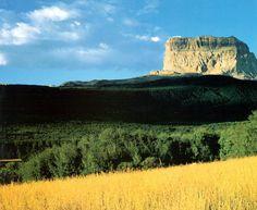 """EEUU 19 Parque Internacional de la Paz Waterton-Glacier En 1932, el Parque Nacional de Waterton Lakes (Provincia de Alberta, Canadá) y el Parque Nacional de Glacier (Estado de Montana, EE.UU.) se fusionaron para formar """"el primer parque internacional de la paz del mundo""""."""