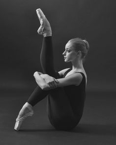 Picture by Willfried Gredler-Oxenbauer #worldwideballet #instergramfordancers #ballet #internationalballet #blackandwhite #balletworldwide