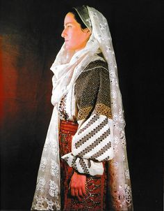 Arges, Muntenia (Wallachia) Folk Embroidery, Learn Embroidery, Embroidery Patterns, Ethnic Fashion, Fashion Art, Costumes Around The World, Medieval Clothing, Folk Costume, Embroidery Techniques
