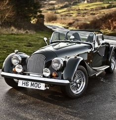 Throughout the early stages of the Jaguar XK-E, the lorry was supposedly planned to be marketed as a grand tourer. Changes were made and now, the Jaguar … Retro Cars, Vintage Cars, Antique Cars, Top Vintage, Vintage Country, Bmw Classic Cars, Classic Sports Cars, Old Sports Cars, Chevy Classic