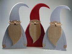 **Nikolaus - diesmal als Büste!!!! **  H: 27 cm B: 14 cm Holzdicke: 2,6 cm  Sieht bestimmt in größer auch gut aus!!! **Welcher soll es sein: ROT oder GRAU? Bitte bei der Bestellung...