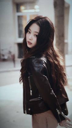 In which Lisa goes to another country to make a new start but ends up bumping into her ex-girlfriend. Kpop Girl Groups, Korean Girl Groups, Kpop Girls, Lisa, Peinados Pin Up, Blackpink Members, Jennie Kim Blackpink, Black Pink Kpop, Blackpink Photos