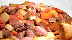 Brun lapskaus - chezENGH Pot Roast, Cheese, Ethnic Recipes, Food, Carne Asada, Roast Beef, Meals