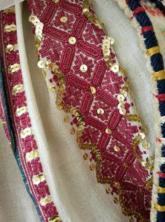 Folk Embroidery, Vintage Embroidery, Cross Stitch Floss, Cross Stitch Patterns, Palestinian Embroidery, Lacemaking, Hand Stitching, Needlework, Brooch