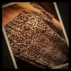 NWT Vince Camuto Leopard Peasant Blouse Top Sz S Gorgeous top! High low. New with tags. Size S. Will ship same/next day! Thanks!! Vince Camuto Tops Blouses