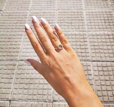 Buďte netradiční! Nudnosť už dávno nie je v móde a ako sa hovorí, život je príliš krátky na to, aby sme nosili obyčajné veci. Oblečte si ráno úsmev 😊 a rozžiarte si deň nádhernými šperkami. Napríklad aj týmto krásne odlišným 💎 briliantovým prsteňom z obľúbenej kolekcie Minimalistic od iZlato ®️ Rings, Jewelry, Diamond, Geometry, Luxury, Jewlery, Bijoux, Schmuck, Jewerly