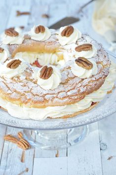 Soezenring of Paris Brest met tijgerkorst - Carola Bakt Zoethoudertjes Cupcakes, Cake Cookies, Sweet Recipes, Cake Recipes, Paris Brest, Sweet Bakery, High Tea, Muffins, Scones