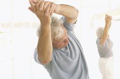 Alongamentos para idosos aumentam a qualidade de vida. Foto: Shutterstock
