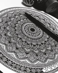 Fabercastell x Ferrero. Mandala Doodle, Mandala Drawing, Zen Doodle, Mandala Tattoo, Doodle Art, Doodle Patterns, Doodle Designs, Zentangle Patterns, Zentangles