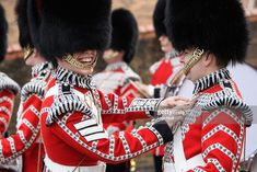 British Army Uniform, British Uniforms, Men In Uniform, Buckingham Palace London, Queens Guard, British Armed Forces, Royal Guard, Military History, British Royals